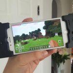 iPhoneを携帯ゲーム機に変えるコントローラー Gamevice