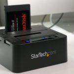 StarTechの2.5インチおよび3.5インチドライブ用デスクトップSATAドック