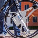 GeoOrbital Wheelの未来的なデザインは自転車を60秒で電動に!