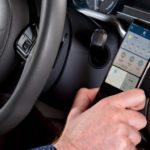 QLYXスマートフォンマウントは自動的にアプリを起動、運転を補助
