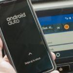 Android Autoでは、接続中に携帯電話を使用できるようにする「スワイプでロックを解除する」ジェスチャーを追加