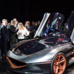 Genesis Essentiaは、驚くほどレトロで、未来的なバブルルーフを備えた電気自動車