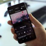 YouTube Musicは、新しい「キュー」機能を導入し、フルスクリーンのUIを再設計