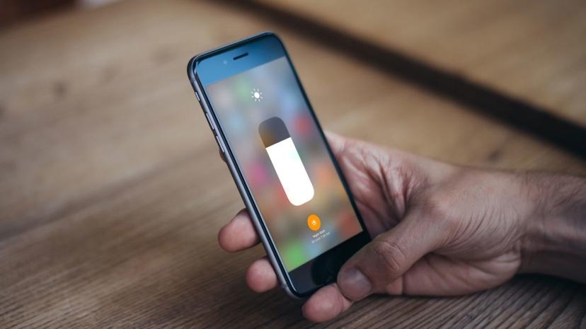 71cacccf68 iOSコントロールセンターは、iPhoneとiPadで一般的な機能や設定にすばやくアクセスできる機能です。デフォルトでは 、アップルは機内モードの有効/無効、画面の明るさの ...